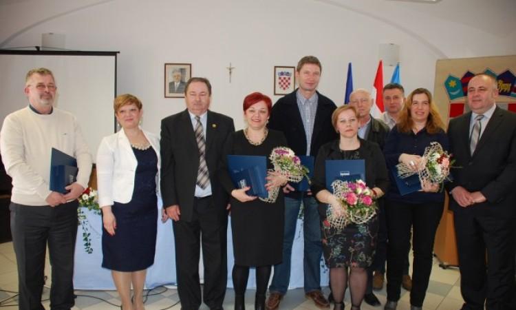 JAVNA GRADSKA PRIZNANJA   Osmero dobitnika primilo nagrade