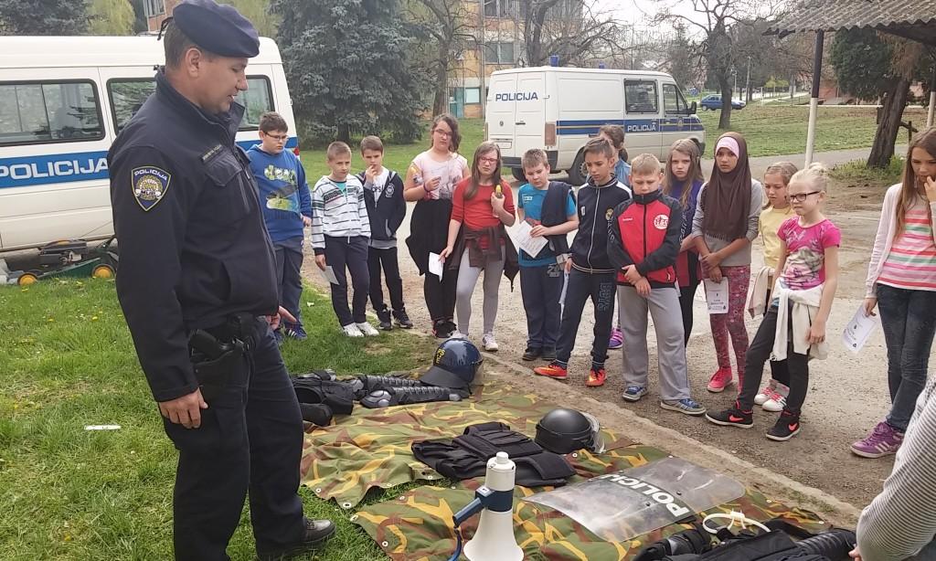 """PROGRAM MUP-a """"MOGU AKO HOĆU""""   Pakrački osnovci posjetili policajce"""