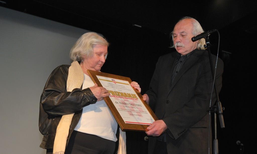 HRVATSKI DOM:   Dr. Šreteru  priznanje za obranu slobodne Hrvatske