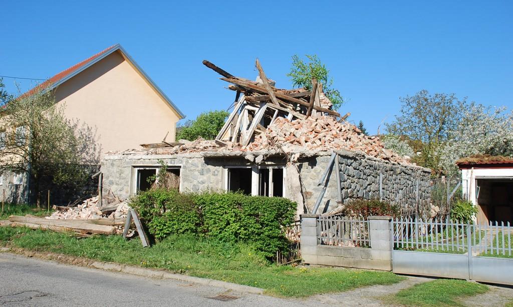 Uklanjanje ruševina: Od ožujka u Pakracu pet ruševina manje