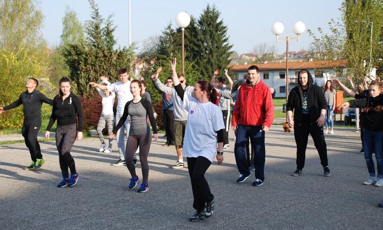Povodom Svjetskog dana zdravlja:   Pakračani na jutarnjem vježbanju