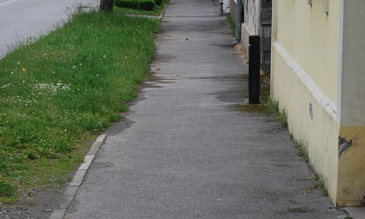 U Strossmayerovoj ulici:   Do kraja svibnja nogostup će biti popločen