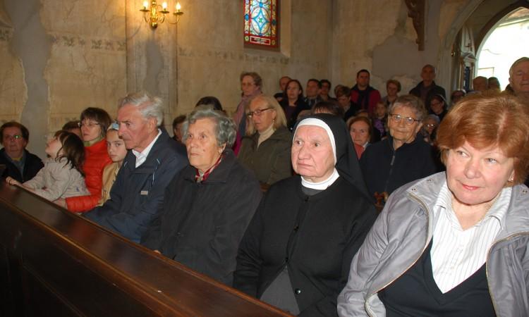 Pakrački vjernici ispunili kapelicu sv. Ivana Nepomuka
