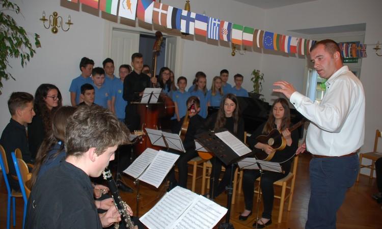 OGŠ PAKRAC:   Koncertom i predavanjem obilježili Dan Europe