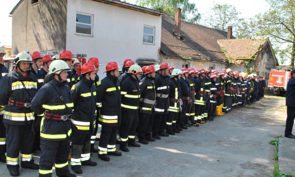 Združena vježbaVatrogasne zajednice u Antunovcu:U akciji 150 vatrogasaca i 39 vozila