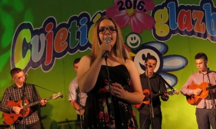 """24. Dječji festival """"Cvjetići glazbe"""": Pakračanka Ana Kobetić pobjednica festivala"""