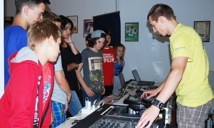 DJ Symart o DJ-ingu za pakračke osnovnoškolce: Uživancija u glazbi je najvažnija stvar