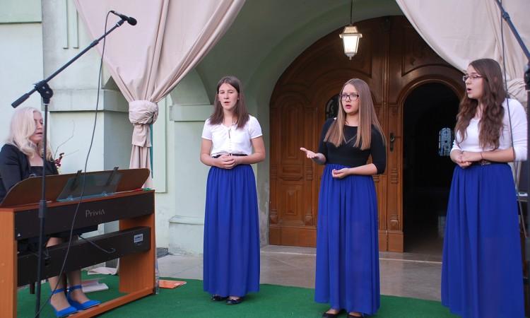 """Glazbena večer u kuriji Janković: """"Contesse"""" koncertom počastile Pakračane"""