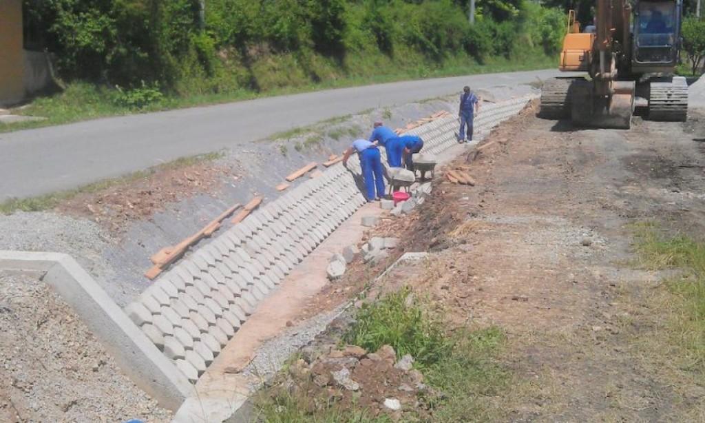 U tijeku uređenje vodotoka u Kragujskom putu