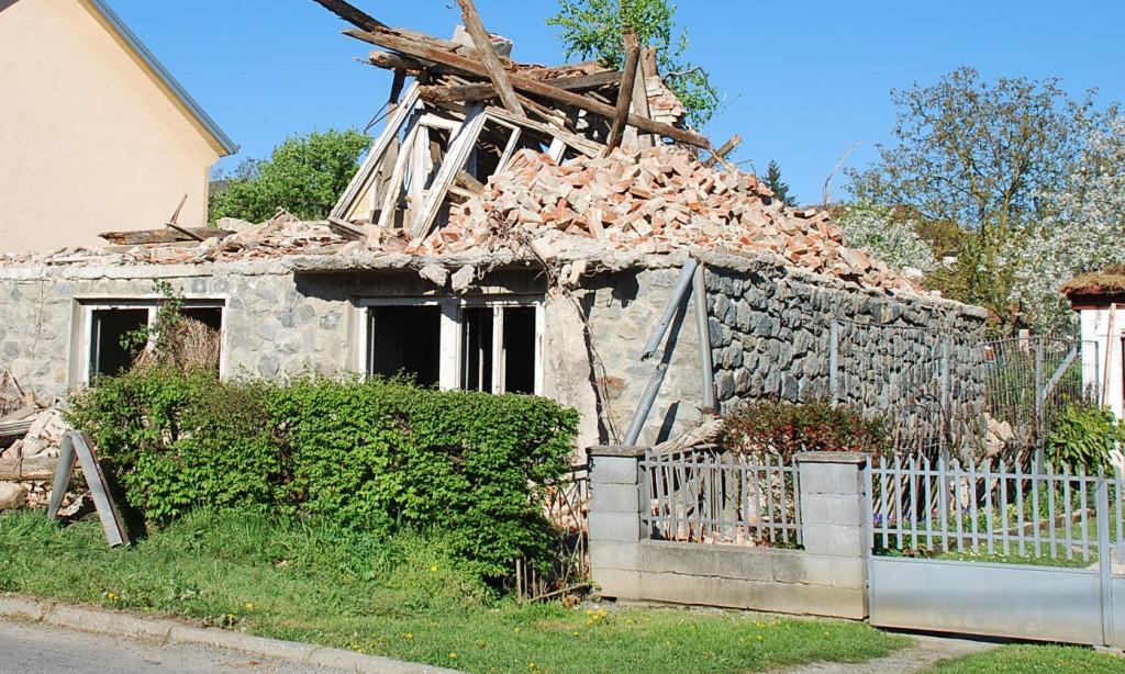 Nagraditi vlasnike ruševina?
