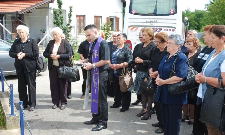 Kod spomen kapelice u Gornjoj Obriježi: Članovi požeške Udruge roditelja poginulih branitelja odali počast