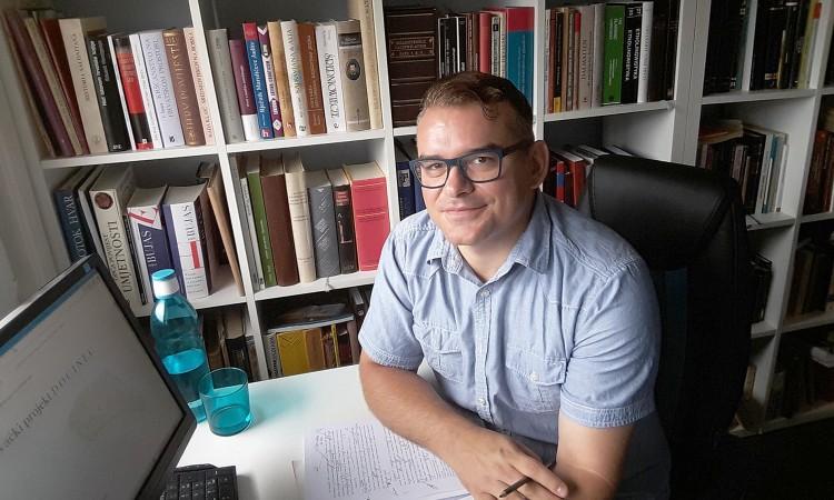 """Prof. dr. Amir Kapetanović: Neizgubljeni zavičaj """"jezičnog arheologa"""""""