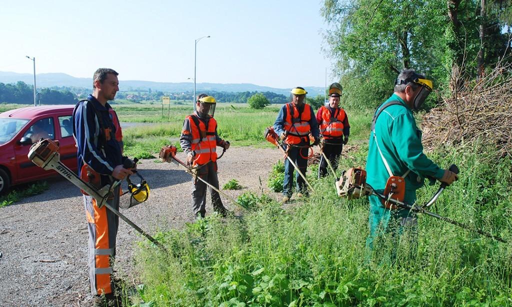 JAVNI RADOVI: 11 osoba na radovima uređenja grada