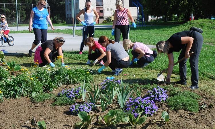 Školska ekipa u akciji uređenja okoliša