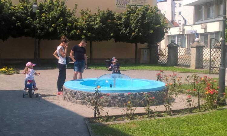 OVIH DANA: Proradila pakračka fontana