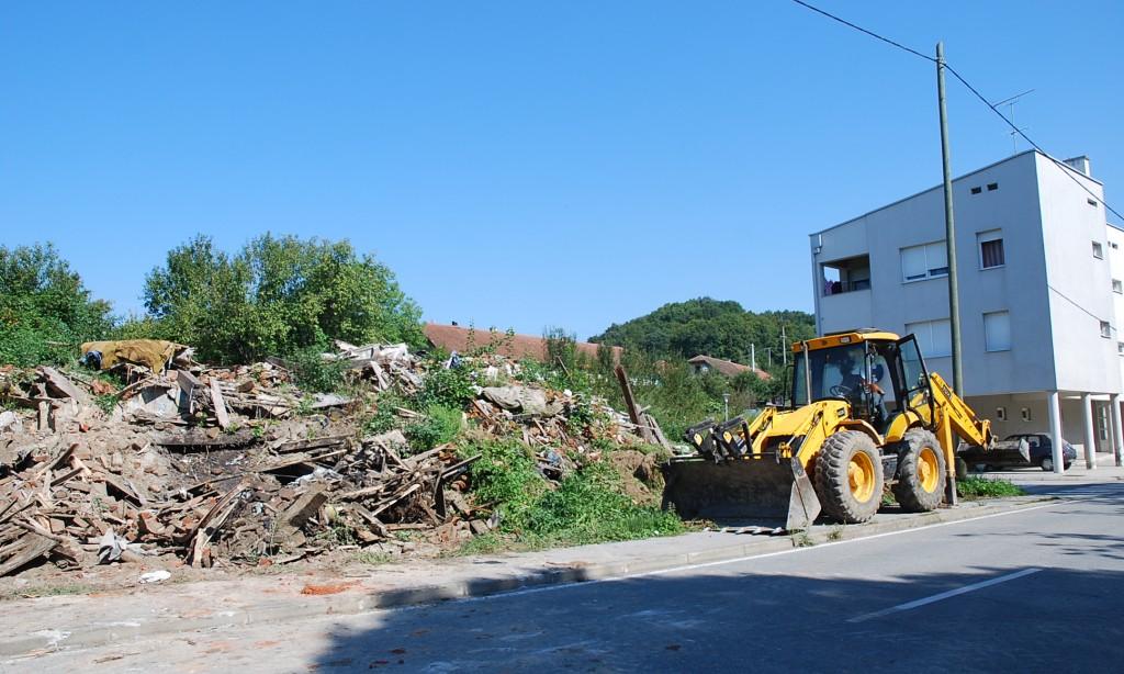 """NA MJESTU NEKADAŠNJE """"VELIKE KUĆE"""": Počelo uklanjanje građevinskog otpada"""