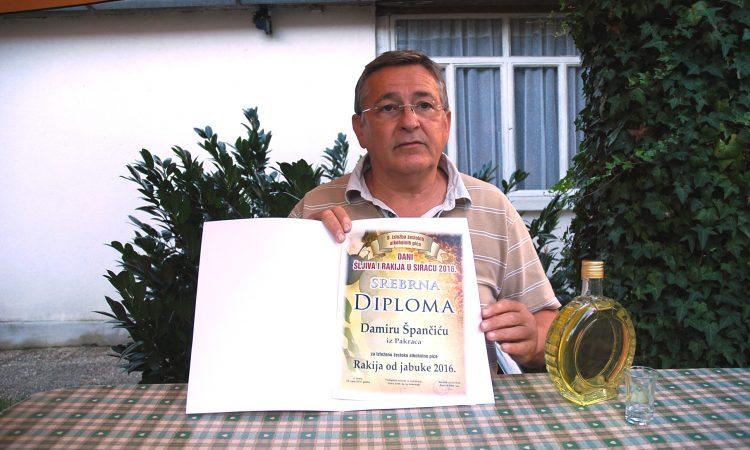 DANI ŠLJIVA U SIRAČU: Damiru Špančiću drugo mjesto za jabukovu rakiju