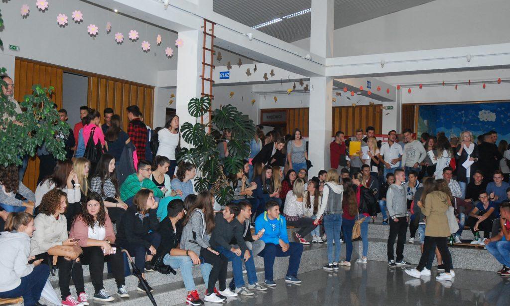 SREDNJA ŠKOLA PAKRAC: Prvi dan za 480 učenika