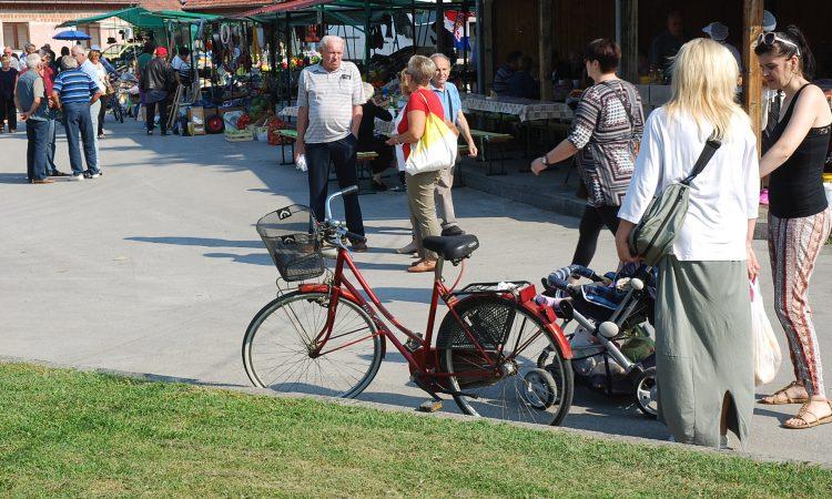 PAKRAČKA TRŽNICA: Potreban stalak za bicikle