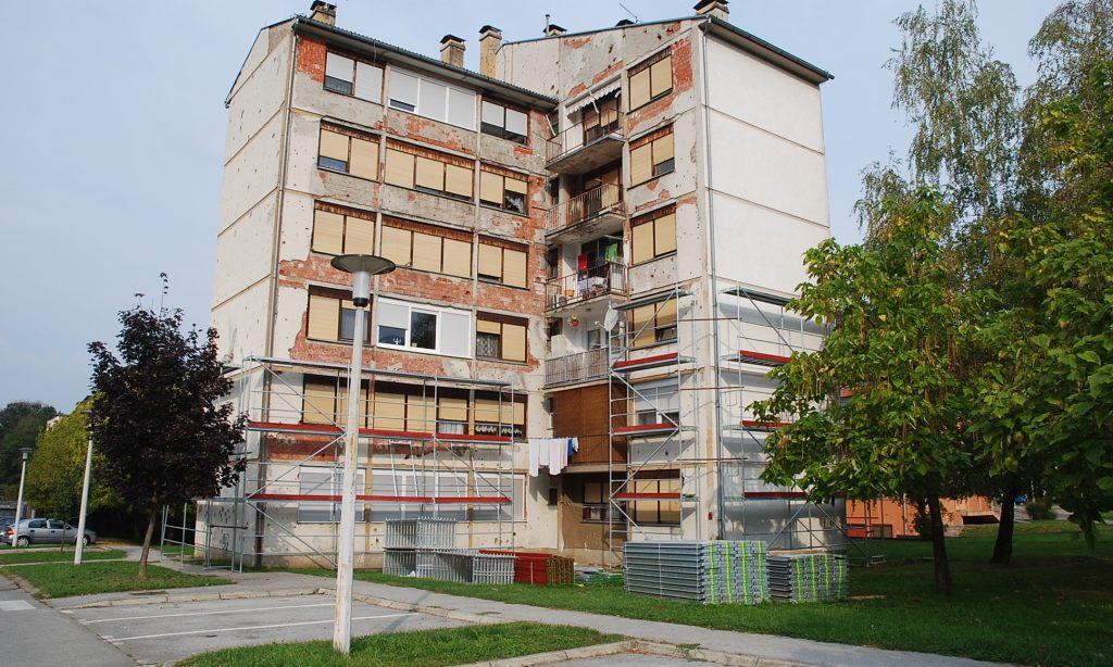 OBNOVA FASADA NA STAMBENIM ZGRADAMA: Do proljeća 13 novih fasada u Pakracu i Lipiku
