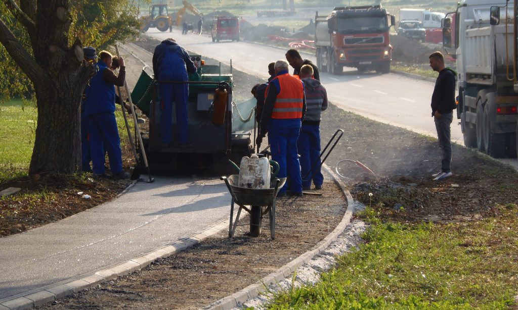 ULICA HRVATSKE POLICIJE IZ DOM. RATA: Asfaltiranje biciklističke i pješačke staze