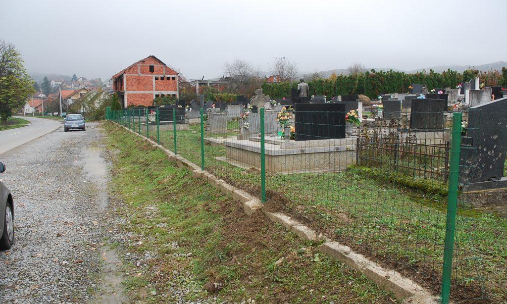 DO SISVETA: Nova ograda na groblju na Gavrinici