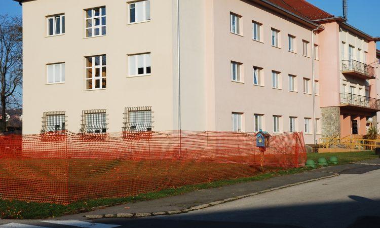 GLAVNI PAKRAČKI TRG: Pripremni radovi za izgradnju spomenika hrvatskim braniteljima
