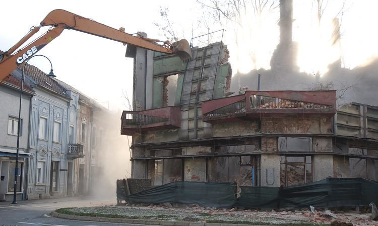 """UKLANJANJE KUĆE """"GRGURIĆ"""": Odlazi najpoznatija pakračka ruševina"""