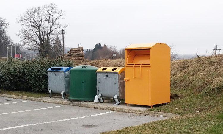 Postavljeni kontejneri za tekstil i obuću