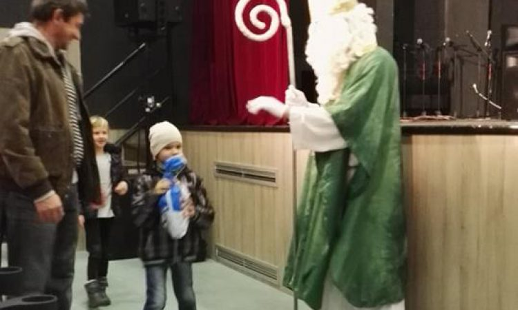 """DJEČJI VRTIĆ """"MASLAČAK"""": Sv. Nikola darivao mališane predstavom i poklonima"""