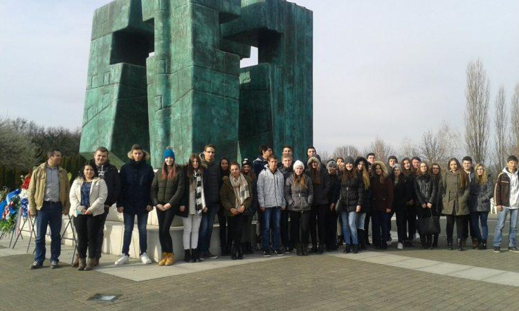 U SKLOPU NASTAVE: Pakrački srednjoškolci posjetili Vukovar