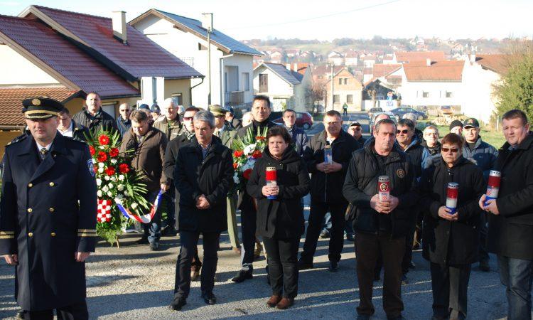 NA ULAZU U ULICU KALVARIJA: Spomenik poginulim virovitičkim policajcima