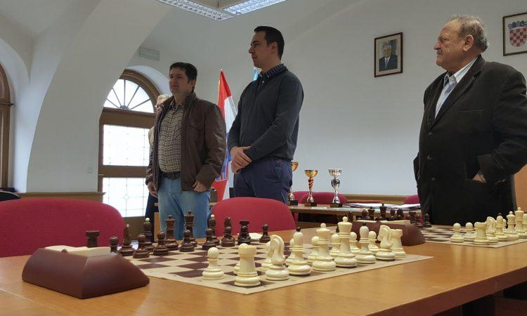 """ŠAHOVSKI KLUB PAKRAC – LIPIK  """"Šah u škole"""" – program nužan za regrutiranje članstva"""