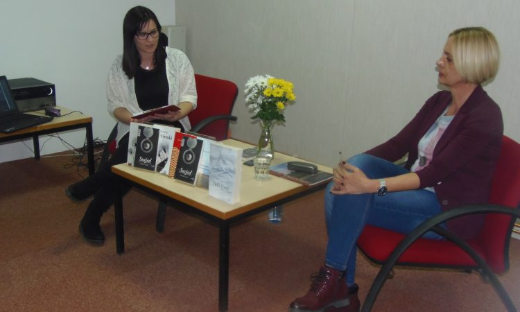 GRADSKA KNJIŽNICA PAKRAC Književna večer poklon Gradu za rođendan