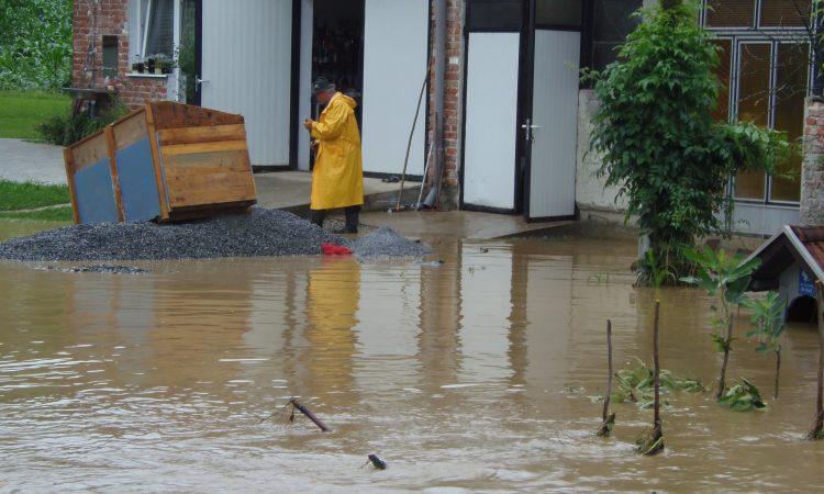 PROBLEM BUJIČNIH VODA NA PODRUČJU PAKRACA Rješenje u čišćenjima kanala