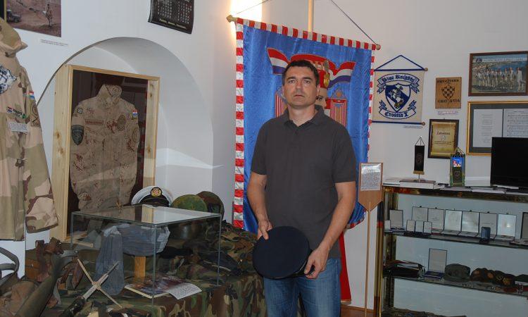 MARIO TUŠEK, KOLEKCIONAR EKSPONATA VOJNE I RATNE POVIJESTI  Pakrac ima jedinstven muzej u Hrvatskoj