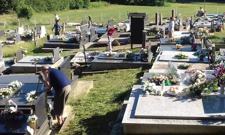MJESNI ODBOR VELIKI BANOVAC Tridesetak mještana uređivalo mjesno groblje