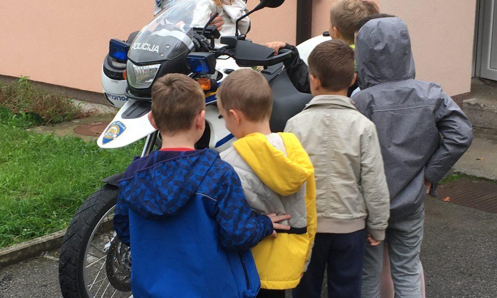 DAN POLICIJE Policajci posjetili pakračke dječje vrtiće