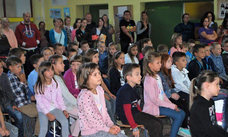 OŠ BRAĆE RADIĆA PAKRAC U novu školsku godinu krenula 83 prvašića