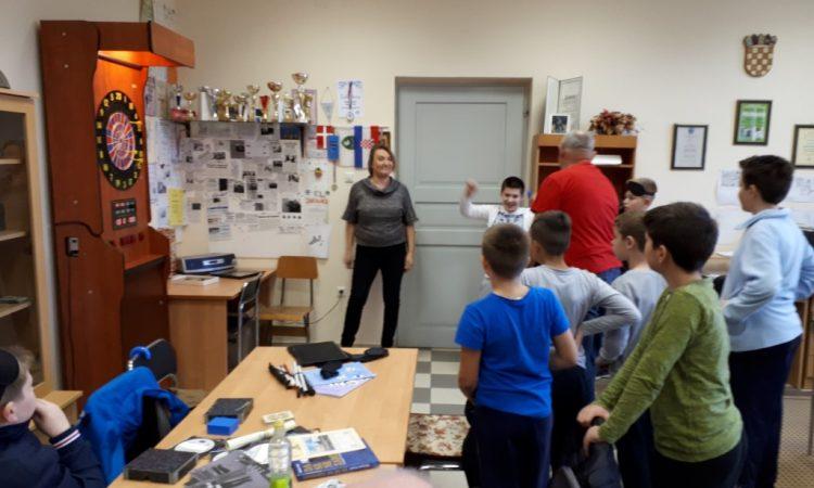 SUSRETI: Mladi rukometaši posjetili udrugu slijepih