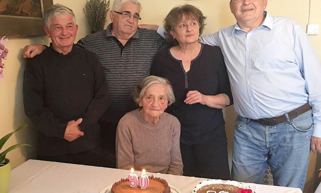 90 SVJEĆICA NA TORTI BARBARE ŠPANČIĆ: Životni križevi lakši su uz obitelj i zajedništvo