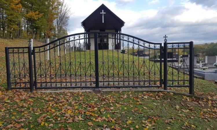 VELIKI BANOVAC Ovogodišnje Sisvete na uređenom groblju