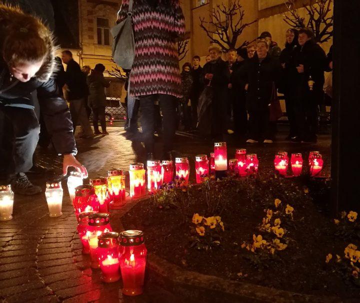 PAKRAČANI POŠTUJU I NE ZABORAVLJAJU Stotinu lampiona za Vukovar