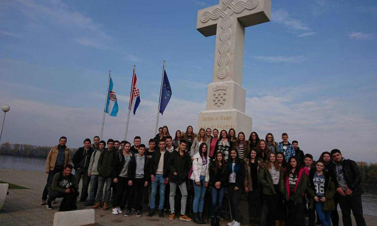 Pakrački srednjoškolci na stručnoj ekskurziji u Vukovaru