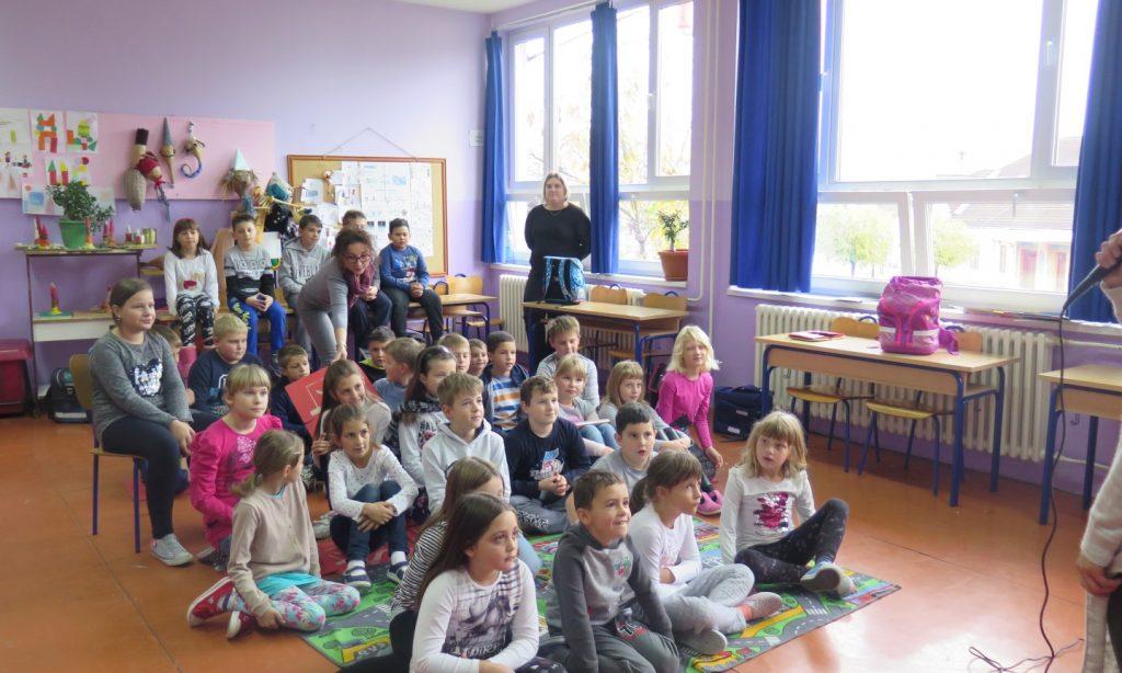 MJESEC HRVATSKE KNJIGE Približavanje knjižnice učenicima iz područnih škola