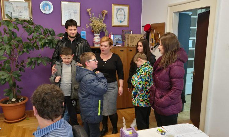 UČENICI U RADNOM POSJETU Lovro, Marko i Jan kod gradonačelnice
