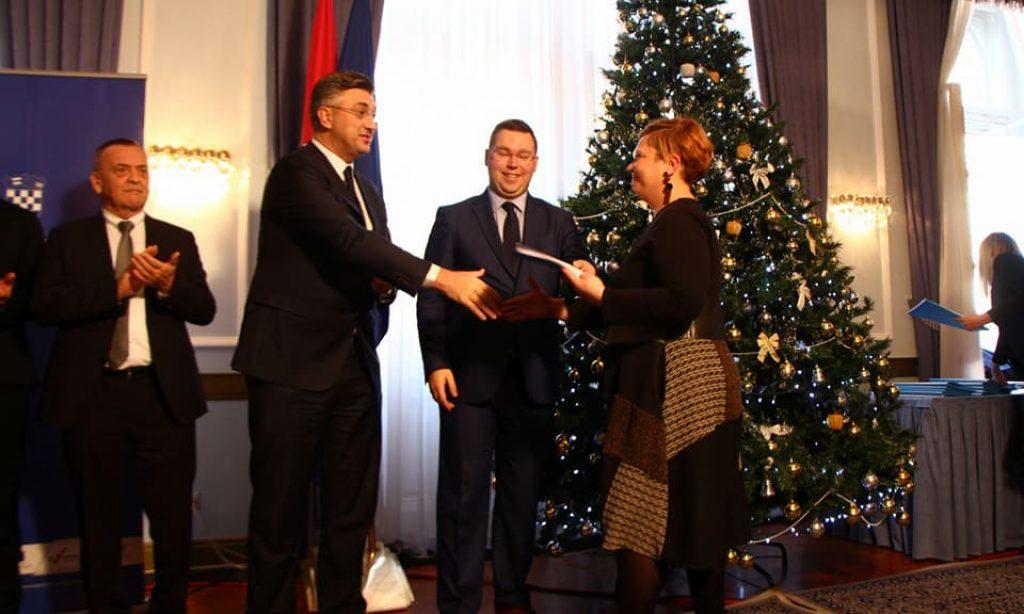 """POTPISANI UGOVORI ZA AGLOMERACIJU I """"ZAŽELI"""" Iz Osijeka se vratili sa 160,3 milijuna kuna"""