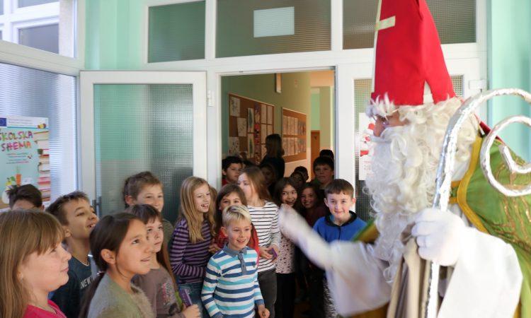 BLAGDANSKE AKTIVNOSTI Sv. Nikola darivao učenike i vrtićarce