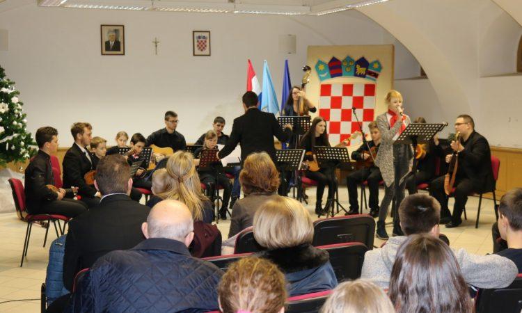 BOŽIĆNI KONCERT Tamburaški orkestar Pakrac ispraćen aplauzom