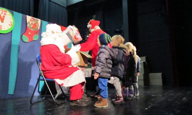 DJEČJI VRTIĆ MASLAČAK Predstavom i poklonima dočarana atmosfera Božića